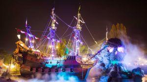 n029689_2023oct30_world_halloween-night-2016-pirate-ship-skull-rock_16-9-small